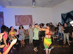 מסיבת ריקוד חופשי בבית בנגורה