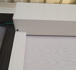קסטת הגלילה הכוללת את מסך הזיפ