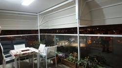 מרקיזה במרפסת של דירה