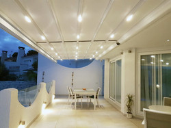 פרגולה חשמלית עם תאורה למרפסת