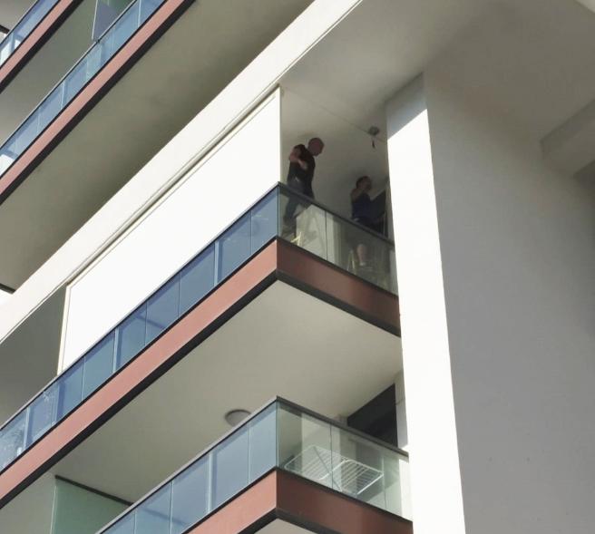 מסך גלילה חשמלי למרפסת בבית דירות