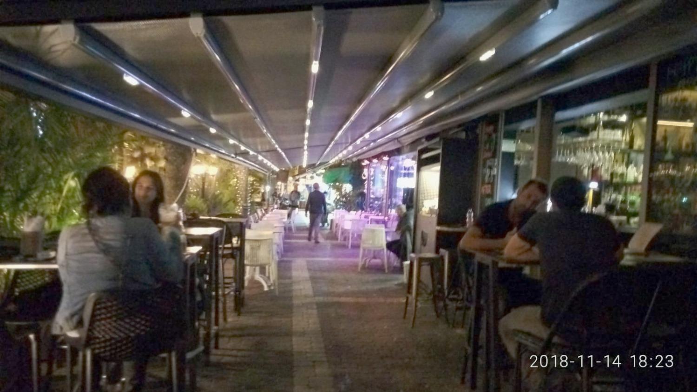פרגולה חשמלית מתקפלת למסעדה