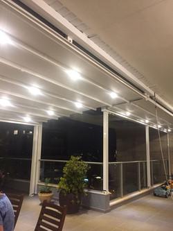 פרגולה חשמלית מתקפלת למרפסת