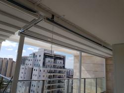פרגולה חשמלית למרפסת בבית דירות