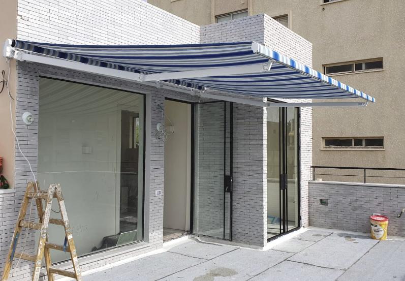 סוכך זרועות חשמלי להצללת גג