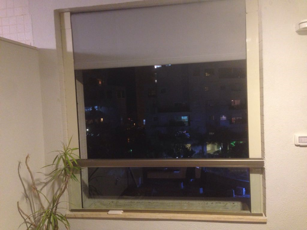 סוכך מסך לחלון בבית דירות