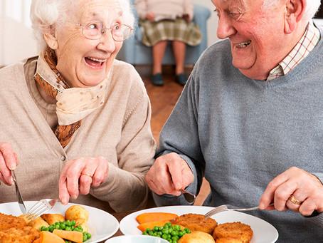 O segredo da longevidade é comer a metade, andar o dobro e rir o triplo.