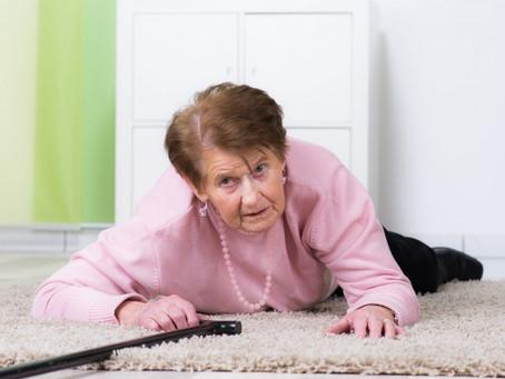 É normal o idoso cair?