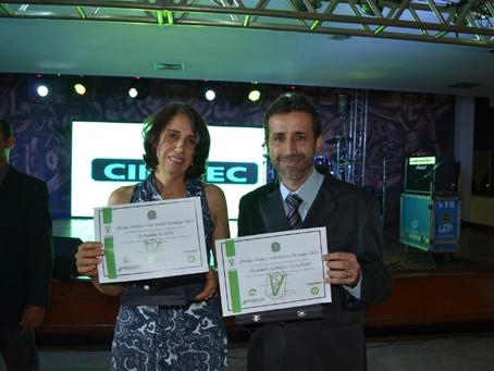 Alexandre e Aurenilda são premiados pelo CRMV-GO