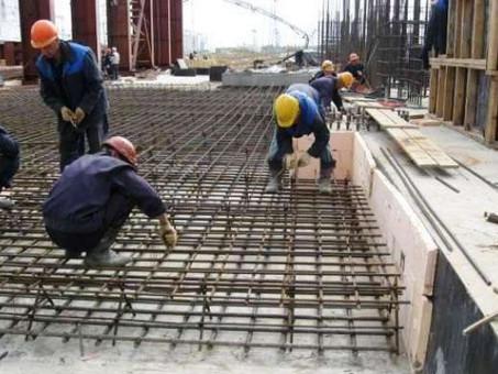 Требуются бетонщики, арматурщики.