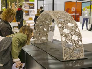 """Protótipo do projeto """"Ceramic Vault Shading System"""" na Material Experience 2018"""