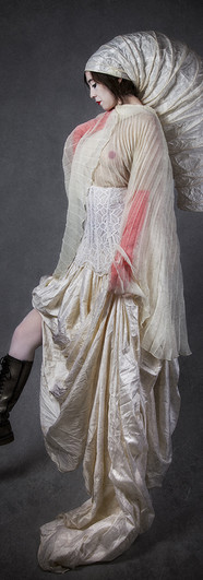 Diva-baroque-Sophie-profil-jambeweb.jpg