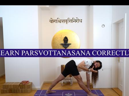 Learn Parsavottanasana correctly. Yogveda Yoga Bern.