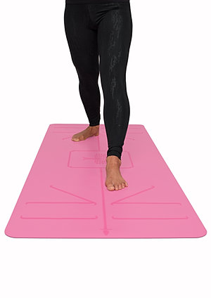 alignment lines on the mat  the yoga mat