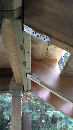 Metal fasteners on all joints