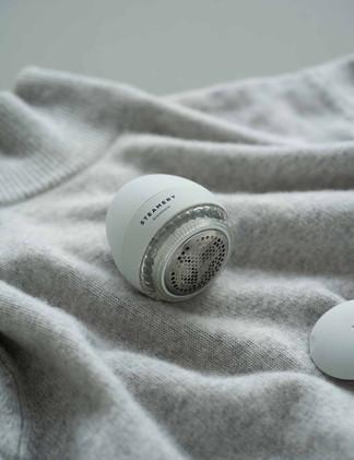 Pilo_No.1_Fabric_Shaver_Grey_Lifestyle_w