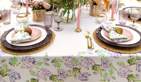 Hydrangea_tablecloth_and_napkin_and_jute