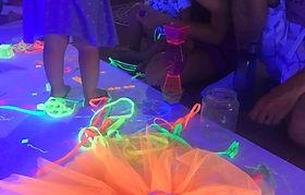 taller de llums i colors espai de fluorescències llum negra