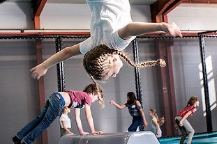 l'entrepôt cours trampoline jeunes.jpg