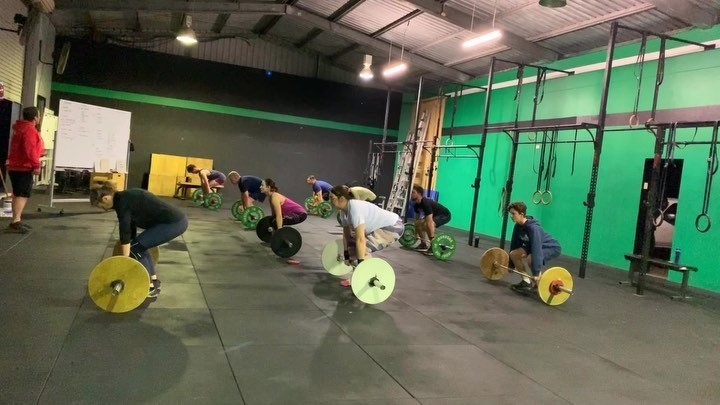 5:10 crew smoked the WOD today!  . . . #crossfit #crossfit786 #wearecrossfit #deadlifts #sdhp #pushpress #fitness #move #exercise #wednesday #ipswich @warmupandworkout