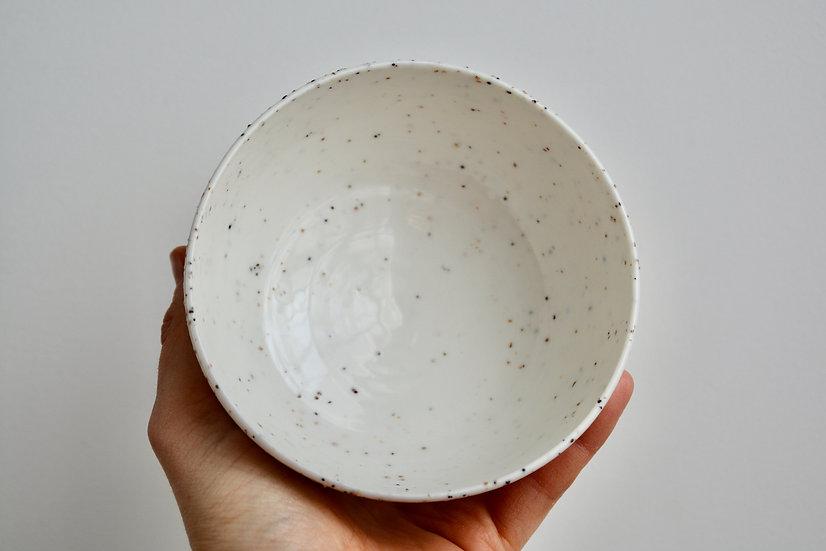 Bol en porcelaine parsemé de grains de mica