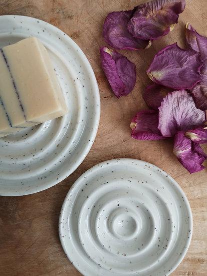 Porte savon en porcelaine texturée de grains de mica
