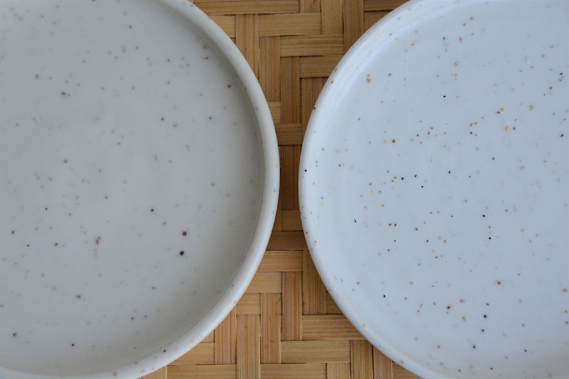 Coupelle avec rebords en porcelaine texturée pour salle de bain