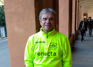 Luigi, l'esperto della camminata sportiva: attività ideale per combattere lo stress.