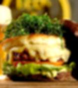 Sampa, o burger com crispi de couve manteiga do Burger Factory