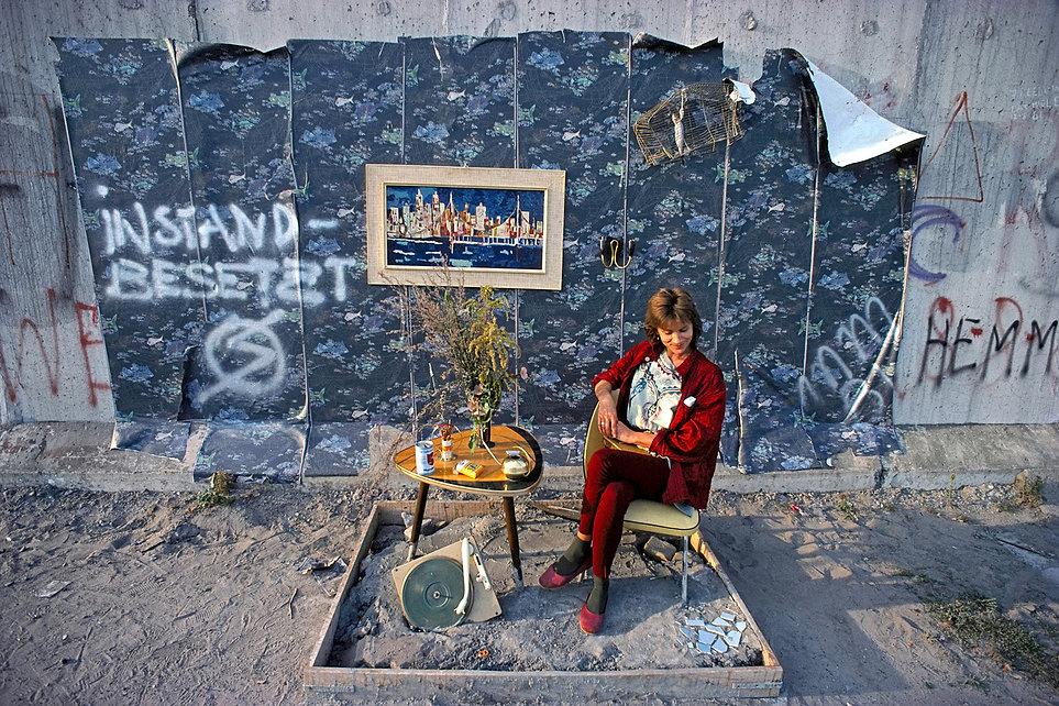 Instandbesetzt, Squatter, Performance, Street performance, Marianne Sanders, Berlin, Berlin Wall