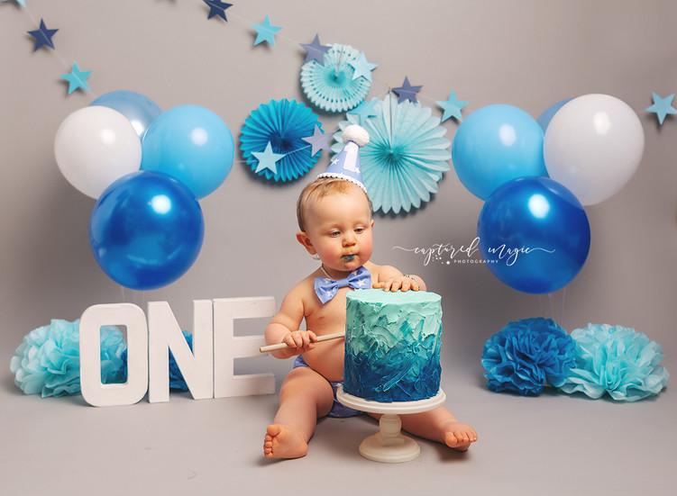 Blue boy cake smash session