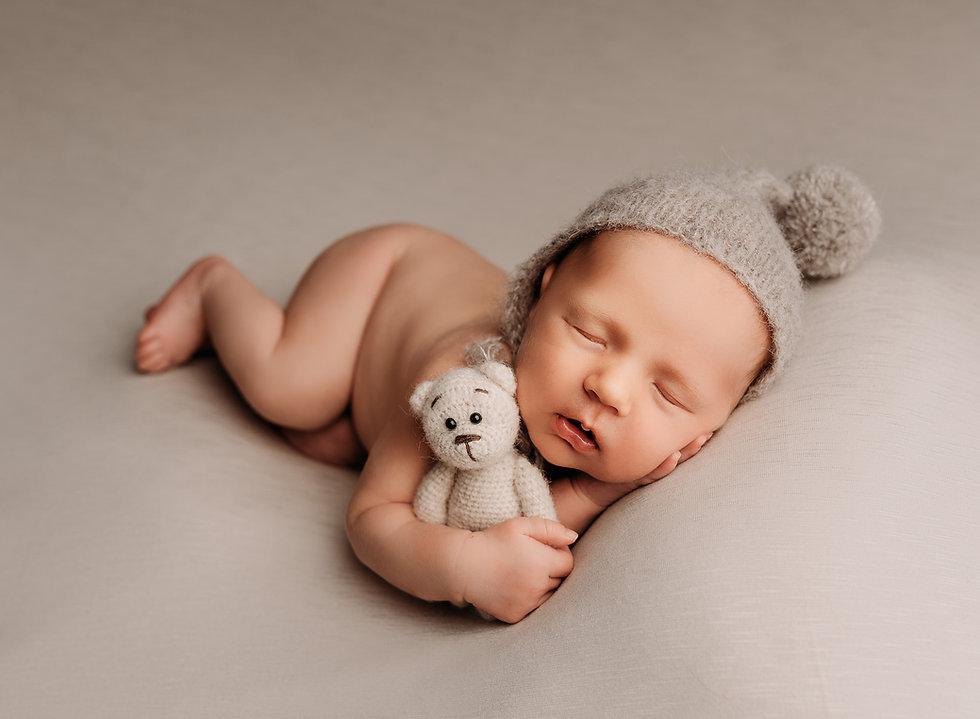 sweet posed newborn.jpg