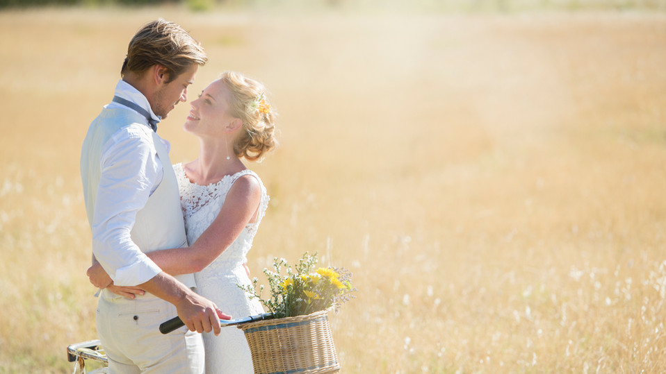Atire casamento ao ar livre
