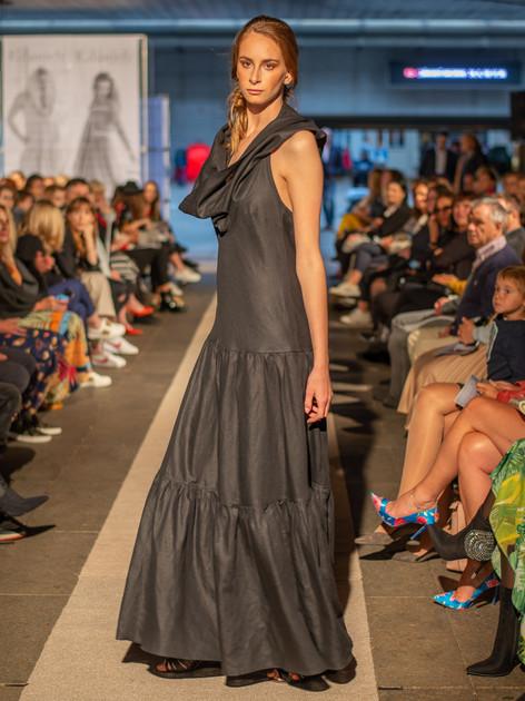 Šaty s kapucí černé ND202113