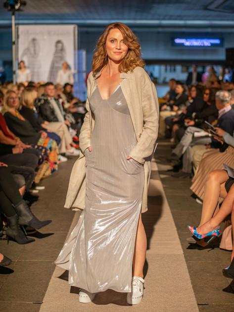 Šaty dlouhé, sříbrné ND95