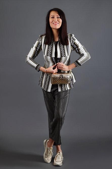 SAKO PIN s černo bílým vzorem a zlatými proužky