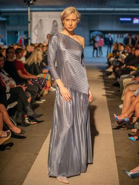 Šaty plisé šedé ND202116