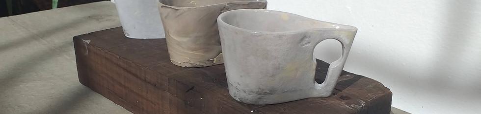 Trio de xícaras cinza sem píres