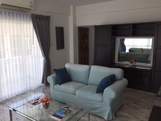 PT 705 living room 4