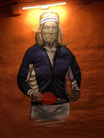 Арнольд Шварценеггер  играет в настольный теннис