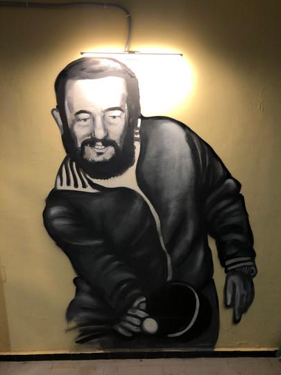 Фидель Кастро играет в настольный теннис