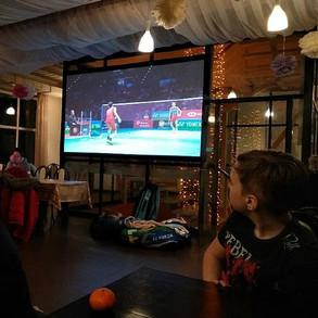 Просмотр матча в кафе