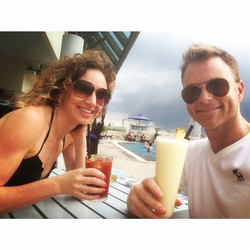 Piña Colada #judgeaway - with _tashstuart by the rooftop pool #giglyf #cantbelieveIhashtaggedgiglyf