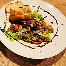 Zeleninový salát s hlívou ústřičnou a čerstvé pečivo