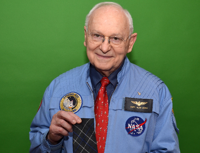 Alan Bean with the Apollo 12 tie_edited