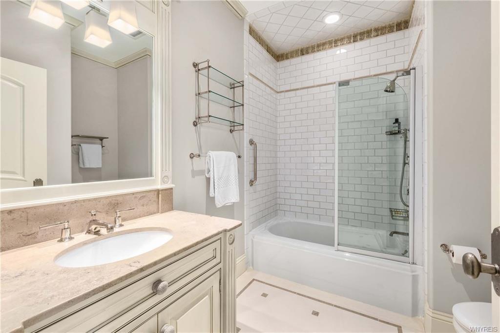 Chareau_French Country_Bathroom_Ramsgard