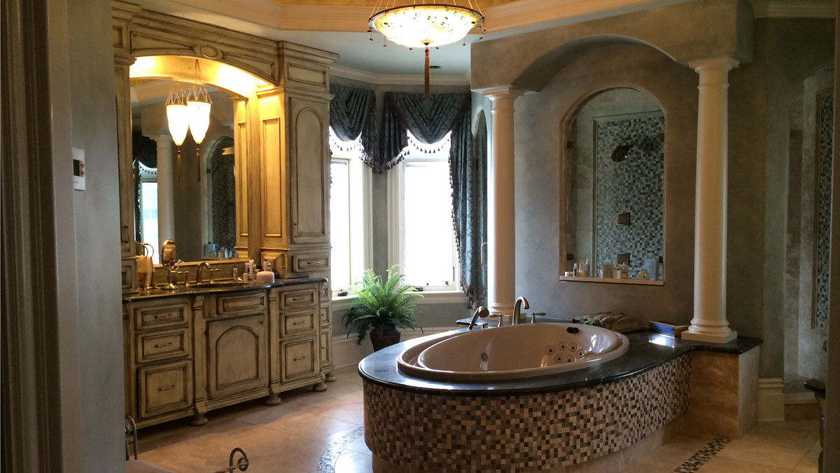Master bathroom jacuzzi tub italianate grand estate skaneatles _Ramsgard