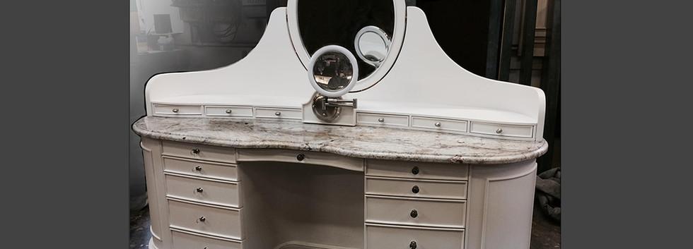 custom curved vanity deco_Ramsgard