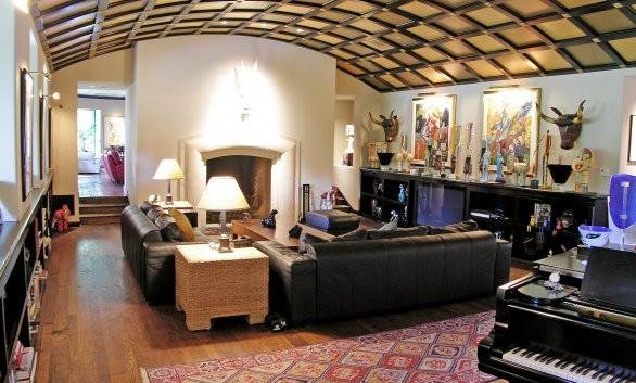 Contemporary Vaulted Living Room Strait-Lane_Ramsgard
