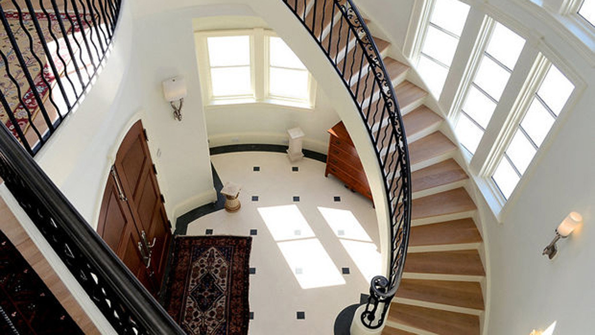 Entry Stairway French Country Skaneateles _Ramsgard